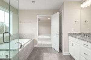 tub in master bathroom